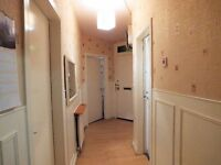 2 Bedroomed Ground Floor flat to rent with Driveway £450 pm ( Part Furnished)