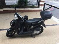 Honda ps 125cc Black scooter - July 17 MOT - with box top, leg cover, disk lock and chain lock