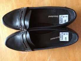 Ladies shoes black. Leather upper