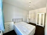 4 Double rooms in same flat. High Street, Acton. £700 each room. 2 Weeks Deposit. All inclusive.