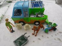 Scooby Doo mystery machine and accessories + S D key ring