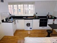 Stunning studio located just 1 minute from Aldgate East station (Price includes Internet and Water).