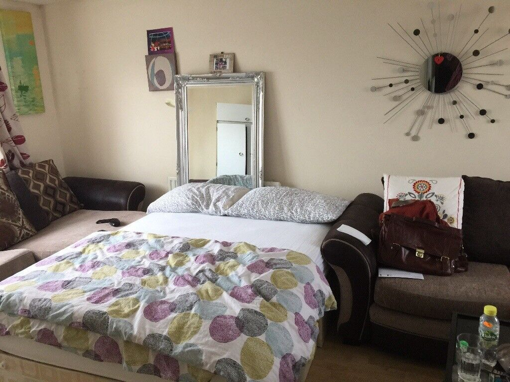 Double Room in Crickewood.