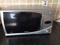 Samsung Microwave 850w - In Good Working Order