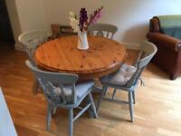 Country cottage farmhouse solid pine round table and 4 chairs with cushions