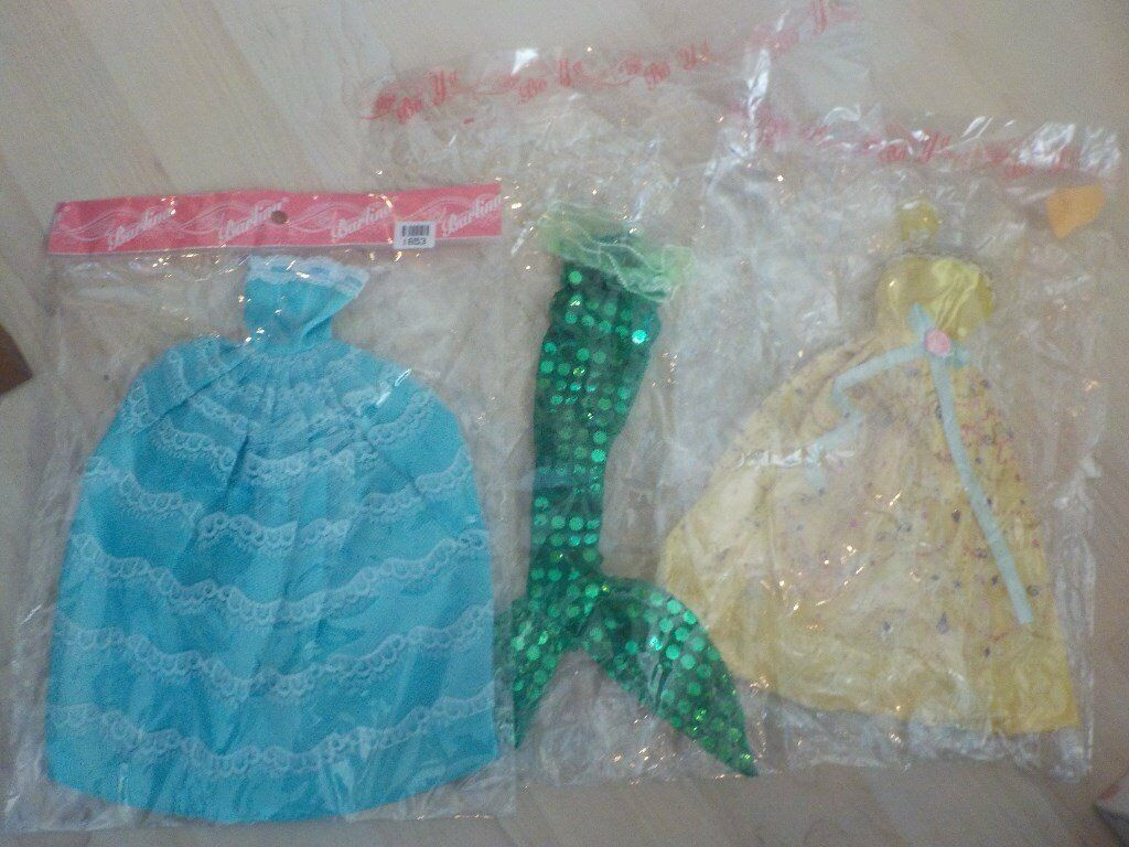 BRAND NEW - Dolls Clothes - I believe they will fit a Barbie - bought from Ebay - Collect PE27