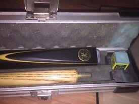 Adam Custom Cue, 2 piece snooker cue with metal case