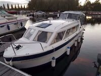 Motor boat, 4 berth fully re fitted