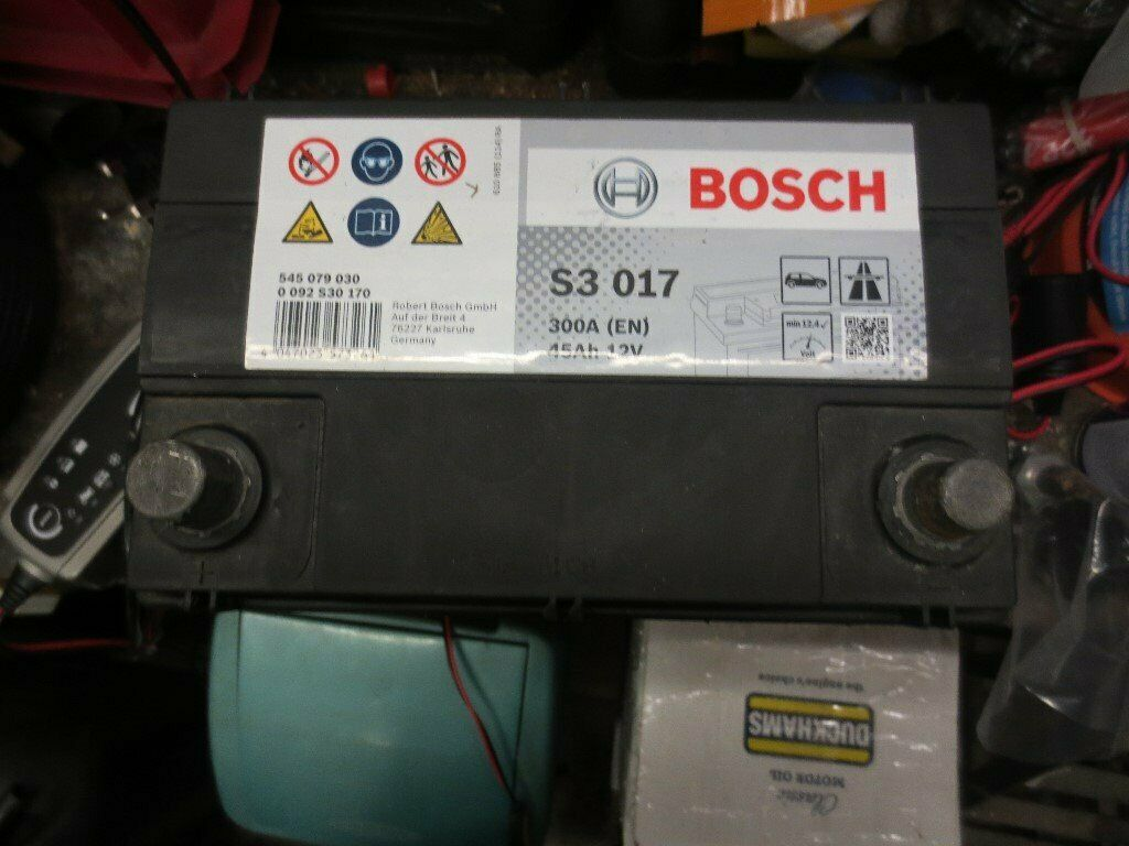 Bosch 12 Volt S3017 300a En Car Battery 45 Amp Hour As New Used For 1 Day Only