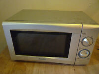 Sanyo EM-S105AS 17 litre 700 watt Mechanical Solo Microwave Oven in Silver working well