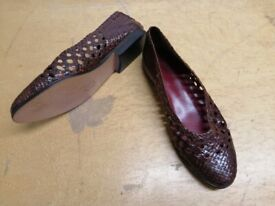 brown leather plat shoes