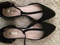 Woman's size 5 new shoes