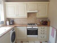Shaker Kitchen Units & Worktop – Good Condition – PLUS all plinths, pelmets, cornice & end panels