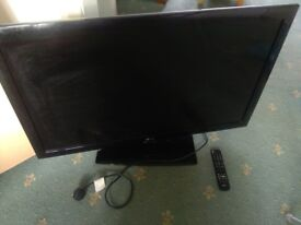TV - LG 42LD450-ZA with power cable and remote