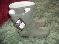 New and Unworn Men's Wellingtons (size 9) Made By Briars