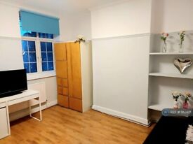 Studio flat in Parade Mansions, London, NW4 (#953971)