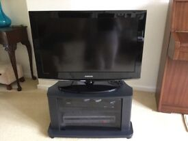 """32""""SAMSUNG TV WITH STAND INCLUDED"""