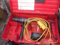(D5) HILTI TE74 HEAVY DUTY CONCRETE BREAKER ROTARY HAMMER DRILL COMPLETE WITH BOX AND BITS