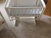 White crib excellent condition