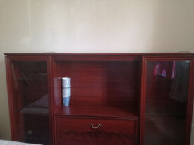 Beatiful TV stand with nice wood in excellent condition