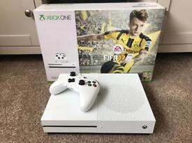 Xbox one s with Fifa 17 500gb