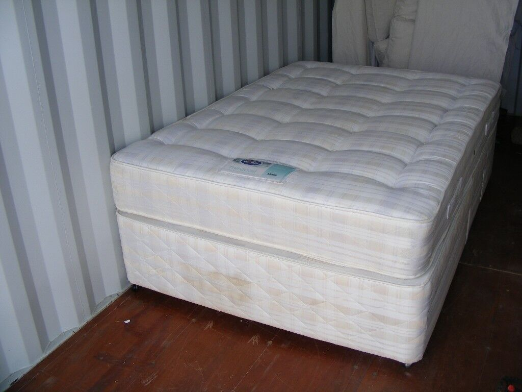CAN DELIVER - SILENTNIGHT DOUBLE DIVAN BED WITH 4 DRAWERS - HAS SOME STAINS AS ON PICTURE