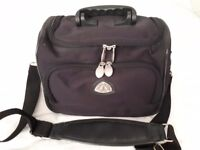 Navy vanity case, barely used, very good condition