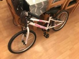 Girls bike for sale age 5-8 years very good condition everything works as it should