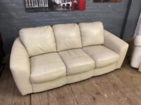 LEATHER SOFA 3 SEATER IN GOOD CONDITION CAN DELIVER FREE LOCAL