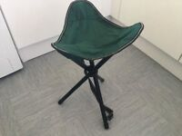 FISHING / CAMPING TRIPOD STOOL - FOLD UP WITH HANDLE