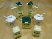Pottery condiment set