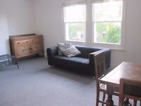 ***NO DSS*** A SPACIOUS 2 BED FLAT TO LET IN THE BROCKLEY AREA, AVAIL 1ST NOVEMBER.PRIVATE GARDEN