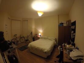 Very Large Double Room with 'Personal' Bathroom in Wavertree! [Smithdown Road]