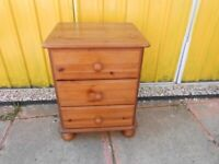 Pine 3 Drawer Chest - - £5 - - -