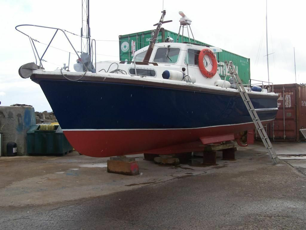 Motor cruiser mitchell 31 pleasure fishing diving boat for Fishing boat motor
