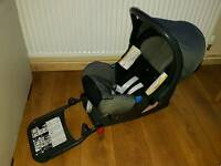 Croup 0+ car seat and isofix base.Excellent condition