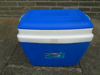 28 LITRE THERMOS COOL BOX in GOOD CONDITION with CARRY HANDLE, BLUE and WHITE