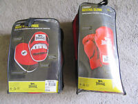 Brand New Lonsdale Boxing Gloves & Pads Brand New size S/M (Gloves)