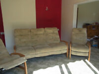 3 Person Settee and 2 Recliners Cintique