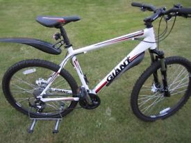 Giant Revel 3 (2012) disc Large mens mountain bike with accessories - only used a handful of times.