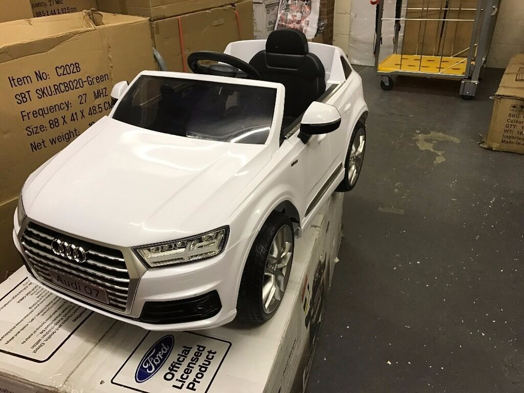 Lightly Used White Licensed Audi Q7 Electric 12V Kid Ride On Car with Parental Control M57