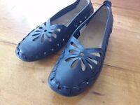 Navy leather ladies shoes size 8 brand new.