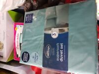 2 new king size quilt covers and valance sheet