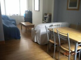 Cosy Double Room in Shared House