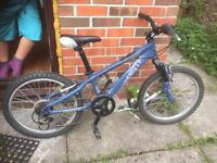 "Kids mountain bike ( giant ) 20"" wheel"