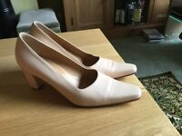 Soft cream leather shoes size 6