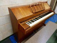EVESTAFF Miniroyal small modern piano.