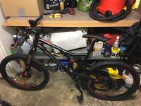 Full suspension moutain bike