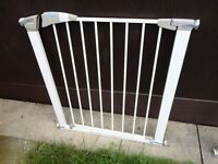 no 3 lindam stair gate with fittings