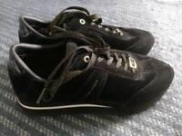 Tommy Hilfiger velvet, black sneaker slightly used 41 but 7,5UK